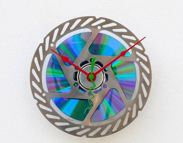 Berikut berbagai Model Jam Dinding Unik yang bisa menjadi inspirasi untuk  mendesain rumah idaman anda   099b672c95