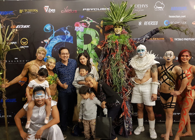 A shot after the show, with the performers