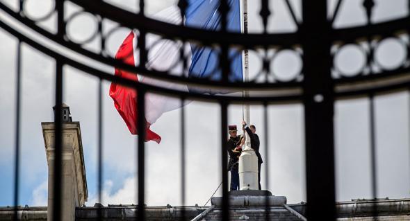 Φόβοι για νέα τρομοκρατική επίθεση στην Γαλλία – Ενισχύουν τα μέτρα ασφαλείας του Ολάντ