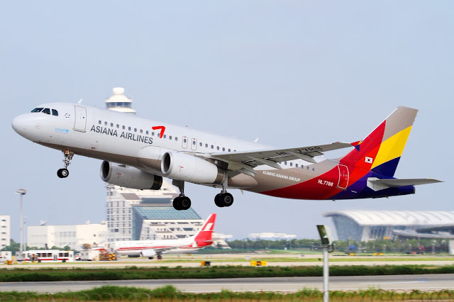 Asiana Airlines Airbus A320-200 Takeoff