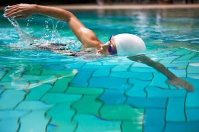 Xử lý chuột rút khi đang bơi