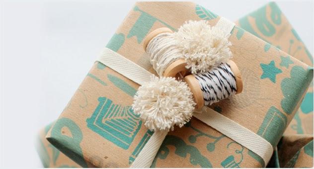 natal-presente-embalagem-papel-craft-barbante-bakers-twine-pompom-rolinho