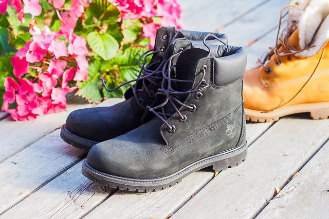... 7 vuotta) ajan käyttänyt tallilla Timberlandin kenkiä. Nyt niitä löytyy  aikaisempien yksien sijaan kolmet ja ne eksyy jalkaan myös tallin  ulkopuolella. cdfbb14fc7