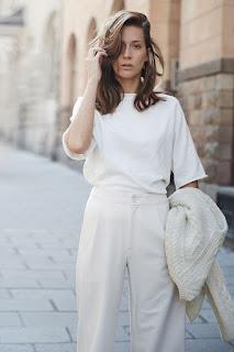 Peça branca é um essencial - calças e blusa brancas