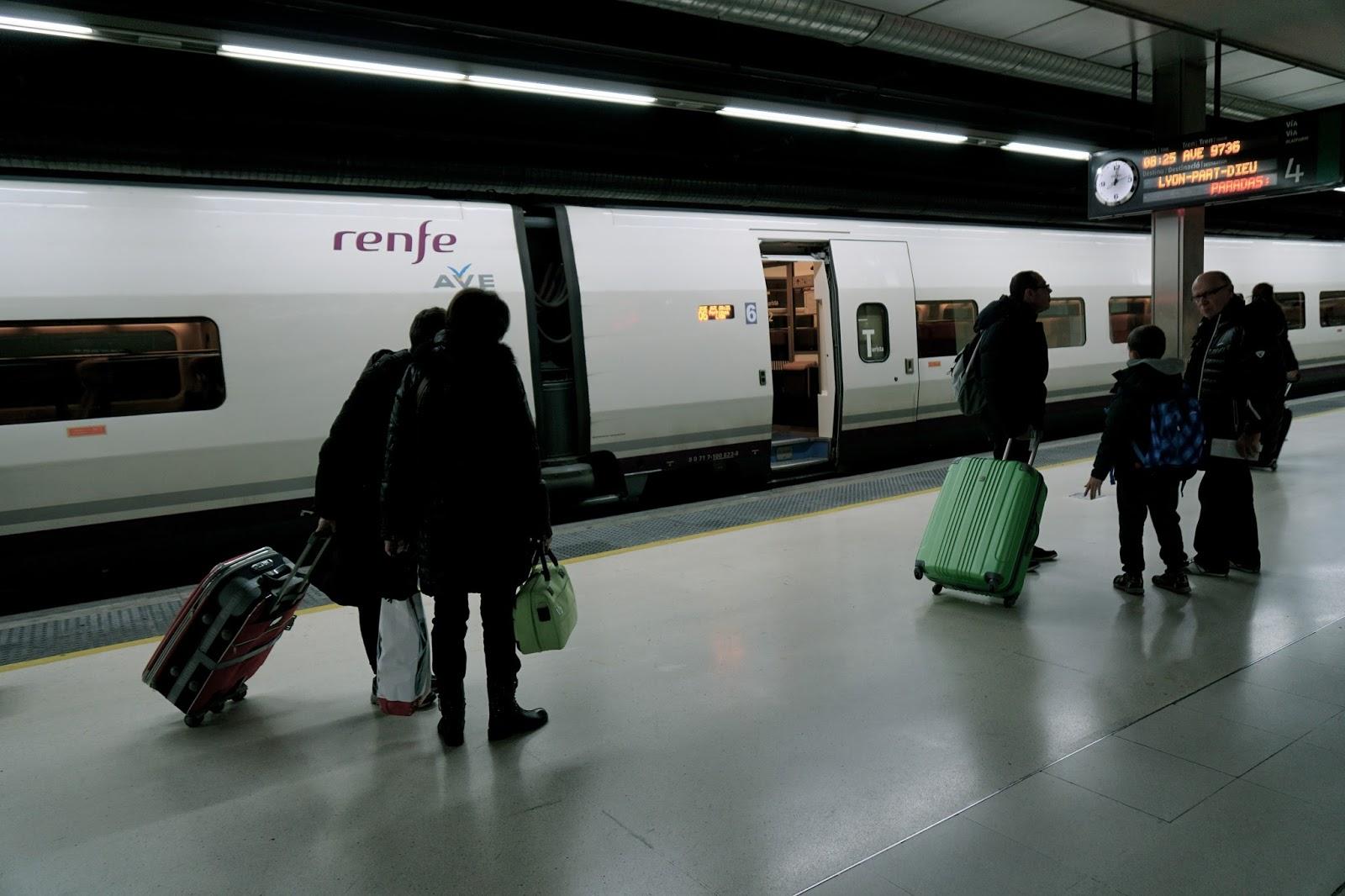 バルセロナ サンツ駅 renfe AVEのホーム