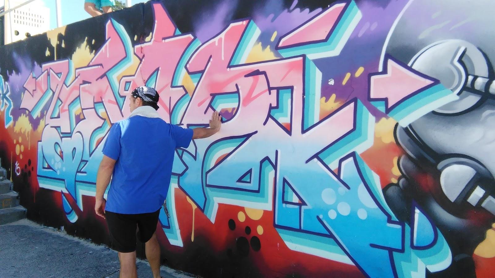 CHOCOLATE LIFE AND JAZZ!: Stencils, Murals and graffiti on Bondi beach