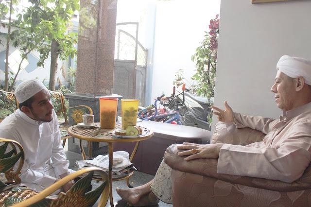 Habib Hanif Alattas bersama Habib Segaf Baharun, Habib Segaf Baharun memberikan Ijazah Sholawat Al Busyro