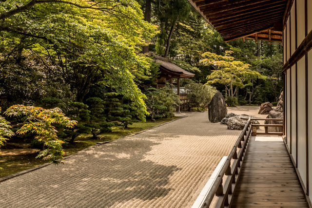 Lateral del jardín de rocas :: Canon EOS5D MkIII   ISO400   Canon 24-105@28mm   f/18   1/125s