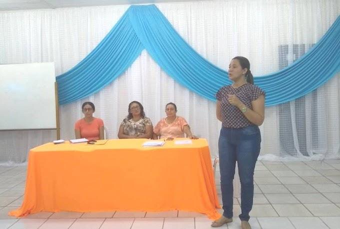 EDUCAÇÃO MAIS PRÓXIMA: Secretária Vânia Cristina participa de reunião com colaboradores do campo