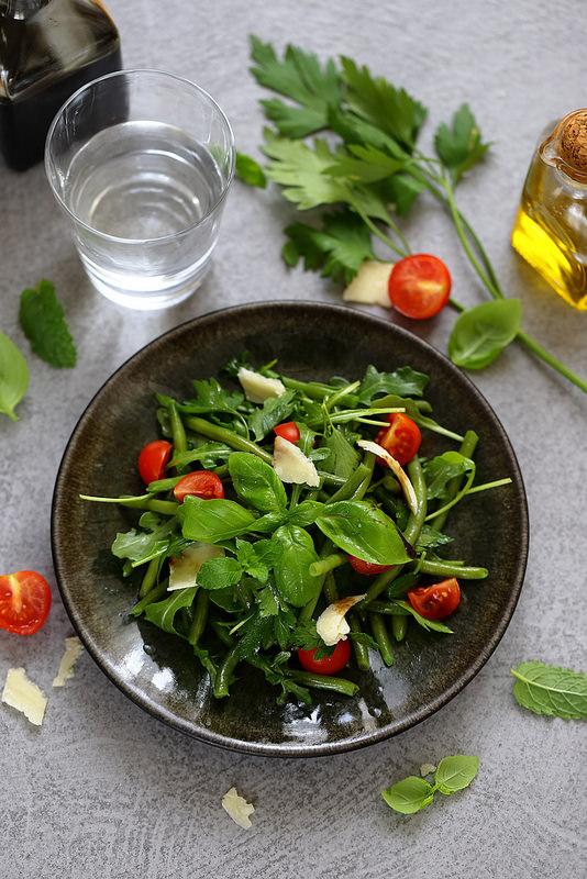 Salade de haricots vert aux herbes, roquette et parmesan
