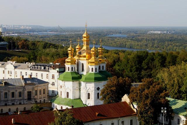 Вид на церковь Всех Святых над Экономическими вратами
