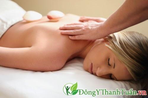 Cách chữa đau lưng đơn giản bằng xoa bóp