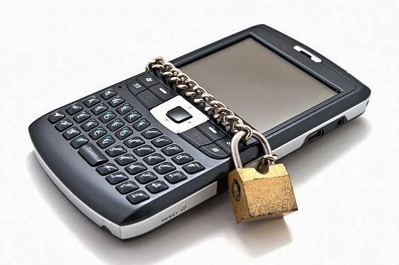 Las aplicaciones de terceros en el móvil no deben ser tratadas como si fueran para PC El fenómeno BYOD es noticia vieja, y cuenta con soporte en la mayoría de las empresas. Para las organizaciones de TI, eso significa garantizar la seguridad y la gestión adecuada en los dispositivos móviles que los empleados son propensos a usar. En el último año, el iPhone y la iPad de Apple se han convertido en los nuevos estándares corporativos debido a la alta satisfacción del usuario y sus capacidades de seguridad superiores. Sin embargo, Samsung ha estado promoviendo agresivamente sus extensiones SAFE (Samsung