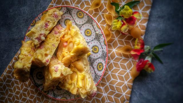 frittata di pasta con pancetta e pecorino sardo
