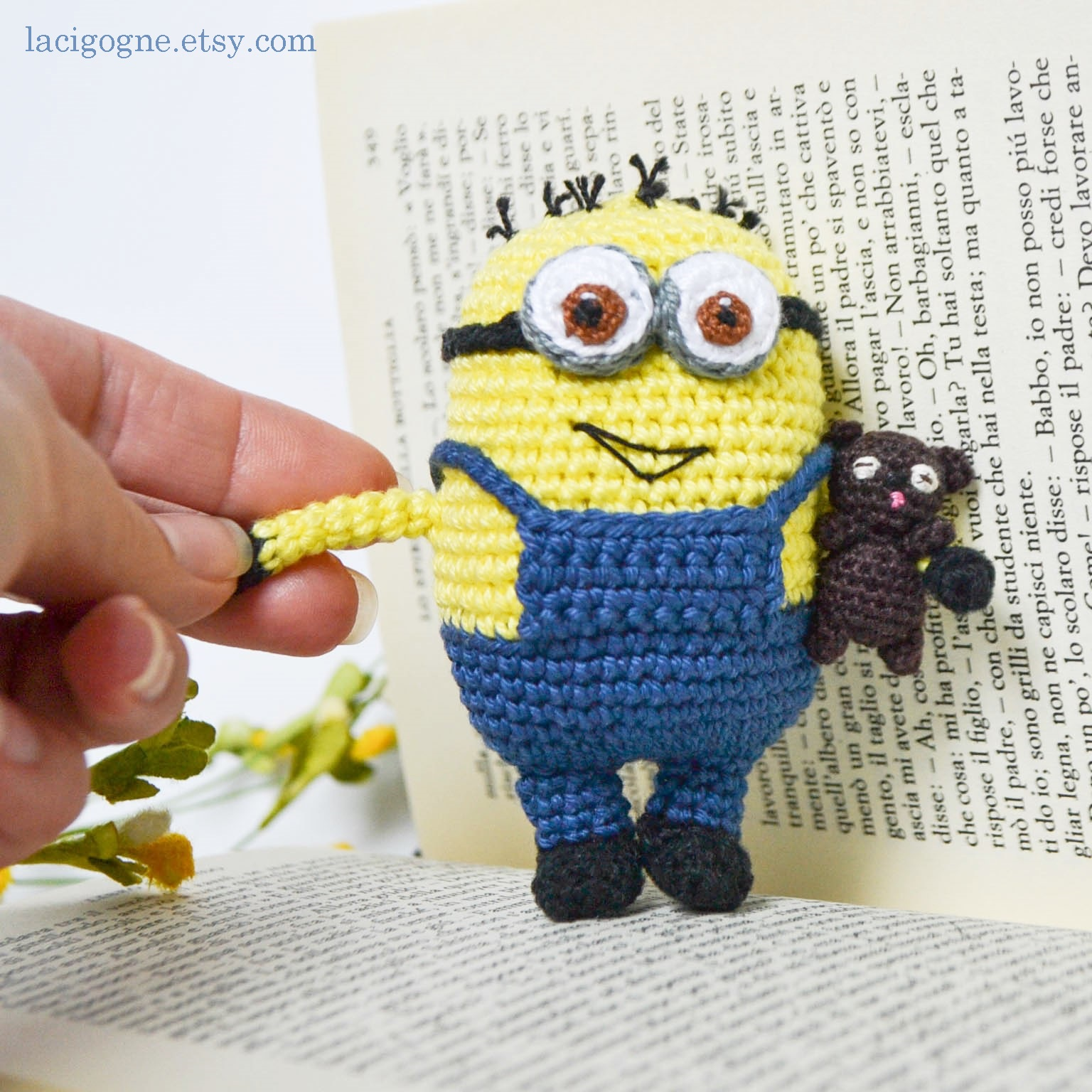La Cigogne: Minion amigurumi crochet pattern
