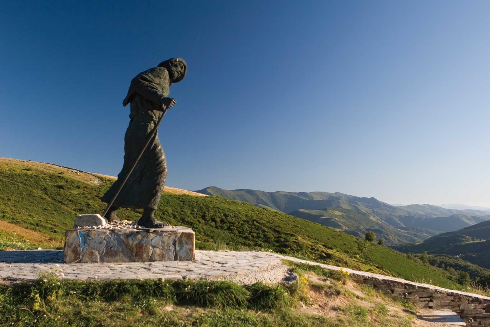 A lone pilgrim marches to Santiago de Castillo. Photo: © Xacopedia.com.