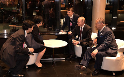 Vladimir Putin spoke to Yoko Fujimoto, the daughter of Yoshiro Mori.