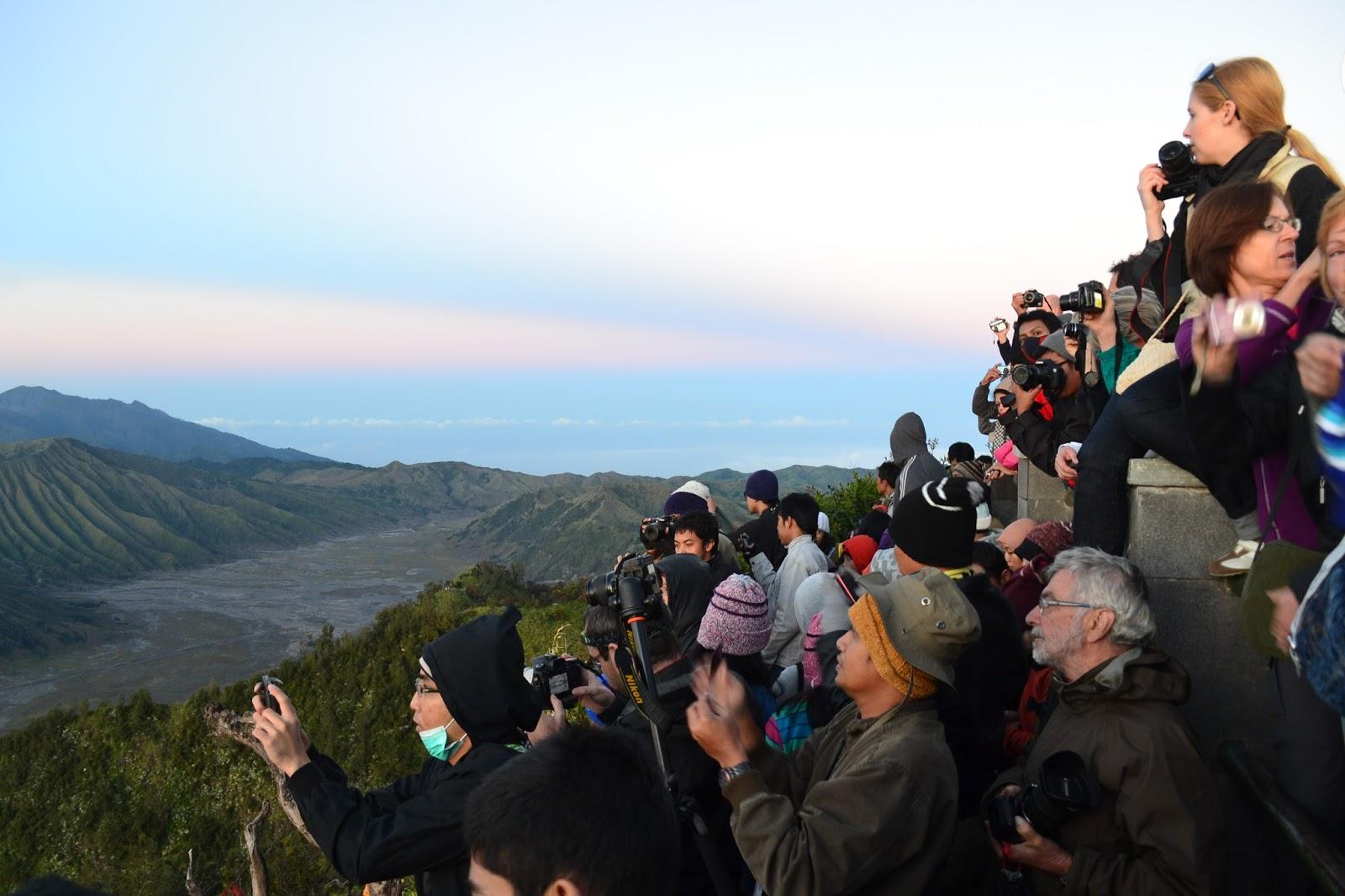 Menikmati keindahan pemandangan alam Gunung Bromo dalam voluntourism Bromo Book for Mountain