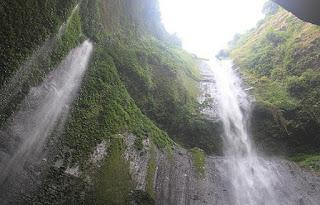 wisata air terjun Madakaripura, kawasan Taman Nasional Bromo Tengger Semeru
