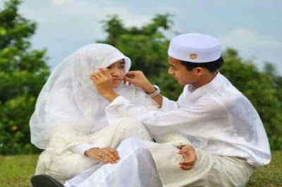 Para Suami Harus Berlaku Baik Kepada Pasangan Hidup Mereka