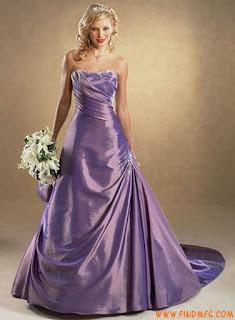 foto de vestido de noiva em cetim lilás