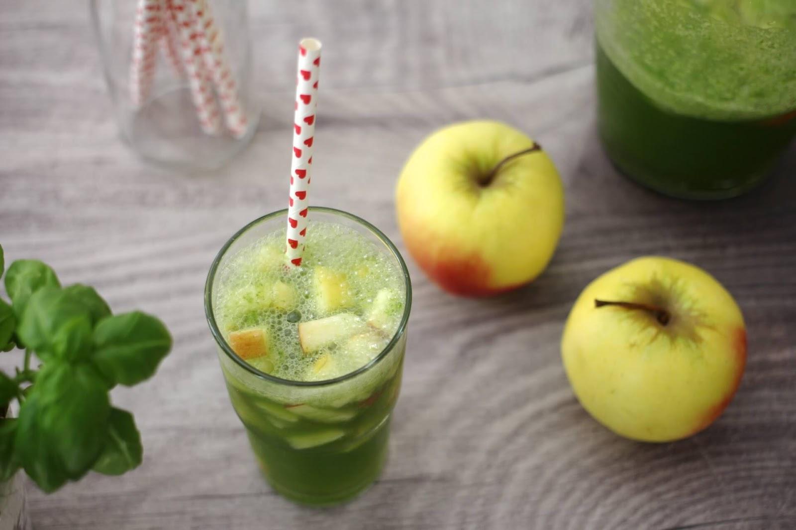 Apfellimonade mit Basilikum
