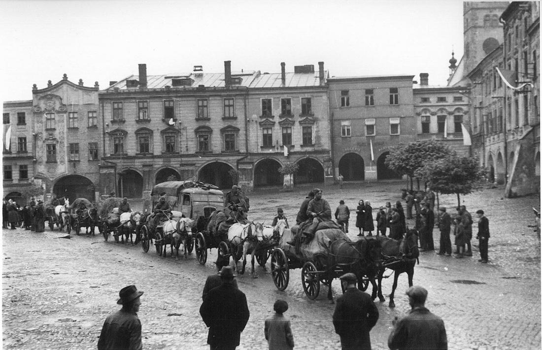Прохождение колонны войск Красной Армии через Пршибор