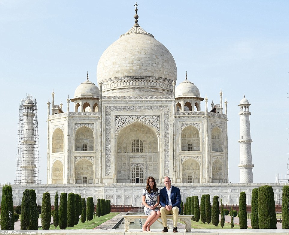 Kate and William arrive at Taj Mahal, recreate Diana's iconic photograph