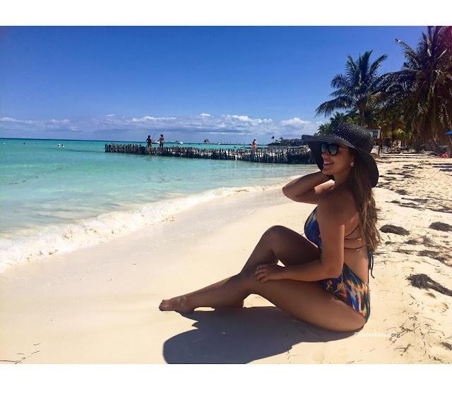 http://celebridades.org/2017/01/bbb17-fotos-e-videos-de-vivian-amorim-nua-caiu-na-net/