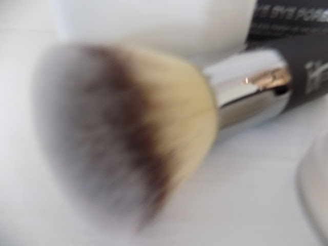 IT Cosmetics Bye Bye Pores Poreless Powder With Brush qvc