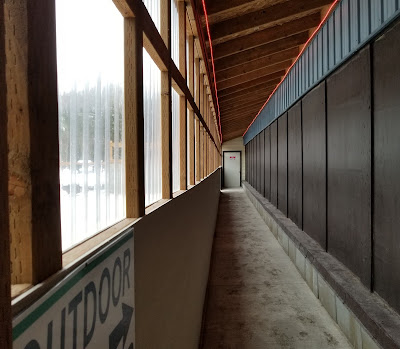 Hallway going to outdoor hot tub