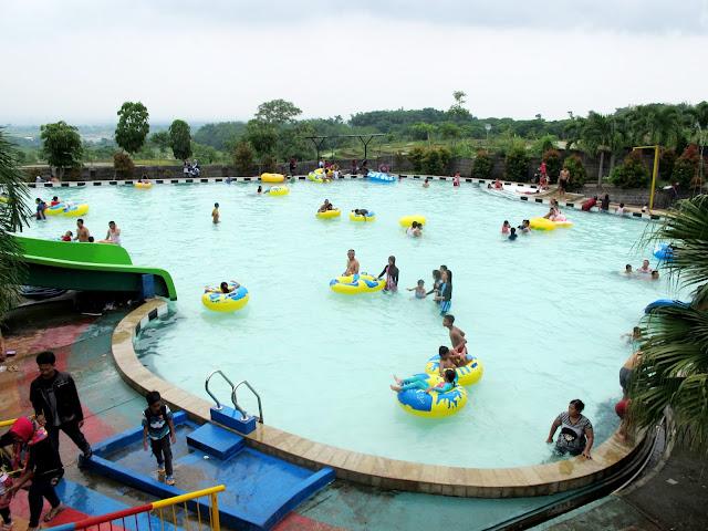 Kolam renang remaja Joglo Park Pacet Mojokerto