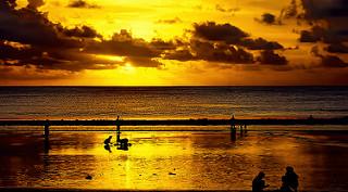 foto sunset di pantai kuta