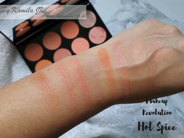 Makeup Revolution paletki różów Blush Palette Hot Spice swatch