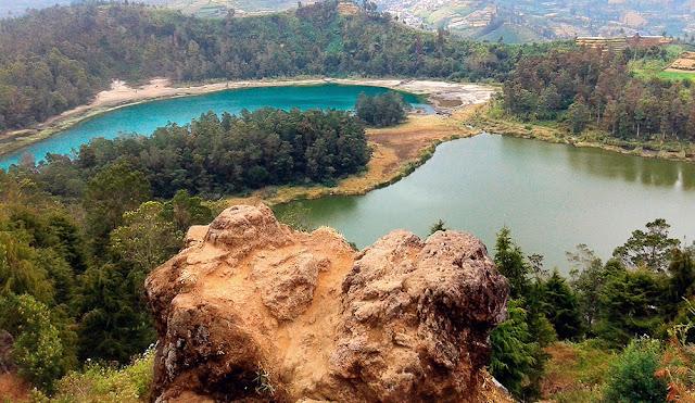 Menikmati Pemandangan Eksotis di Batu Ratapan Angin Dieng Menikmati Pemandangan Eksotis di Batu Ratapan Angin Dieng