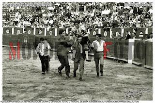 Fernando Franco sale a hombros después de una gran tarde en La Chata.