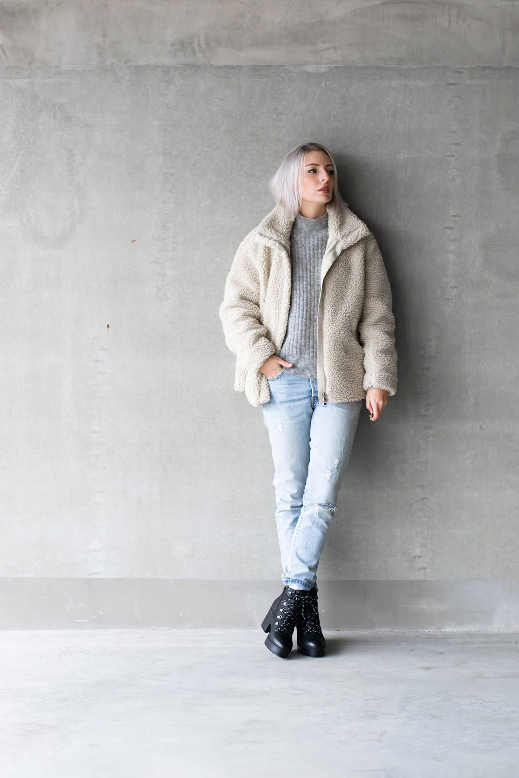 Teddy coat, h&m, fluffy, bag, fur, levi's 501 skinny, hiker boots, outfit, minimal, street style, sacha shoes