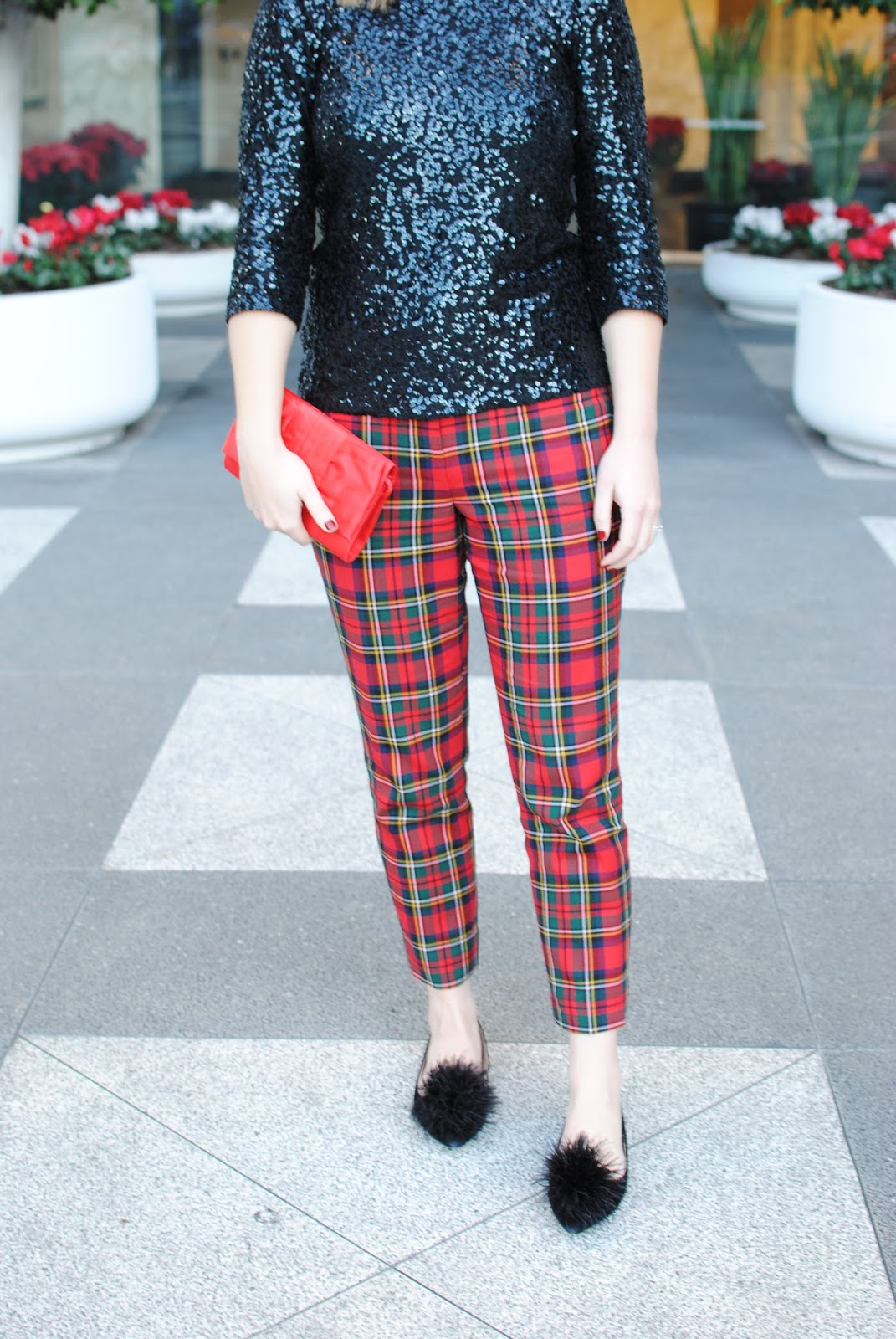 festive-outfit-sequined-plaid