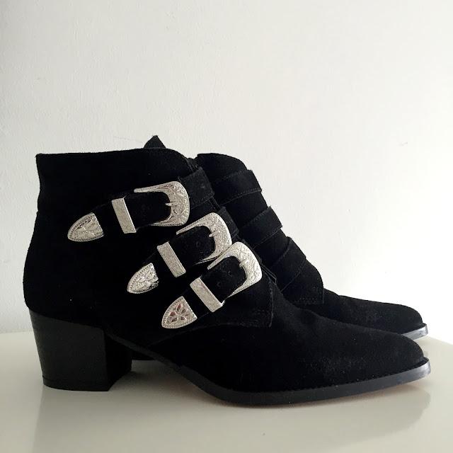 Ersatz boots Toga Pulla