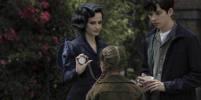 Eva Green, Georgia Pemberton e Asa Butterfield em O LAR DAS CRIANÇAS PECULIARES (Miss Peregrine's Home for Peculiar Children)