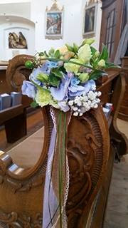 Bench flowers with Hessians and lace - Birdcage vintage wedding - Irish wedding in Bavaria, Riessersee Hotel Garmisch-Partenkirchen, wedding venue abroad
