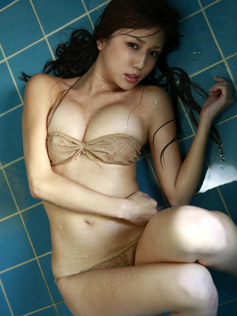 manami marutaka sexy bikini pics