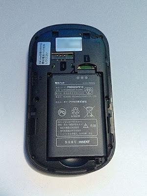 電池パックとsimカード、マイクロSDカードを入れるスロット