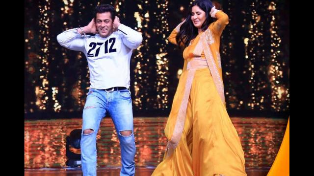 Salman Khan, along with singer Kamal Khan, humped some lines of 'O O Jaane Jaana' at the stage and then made its iconic step. Salman Khan shared his video on his Instagram account.