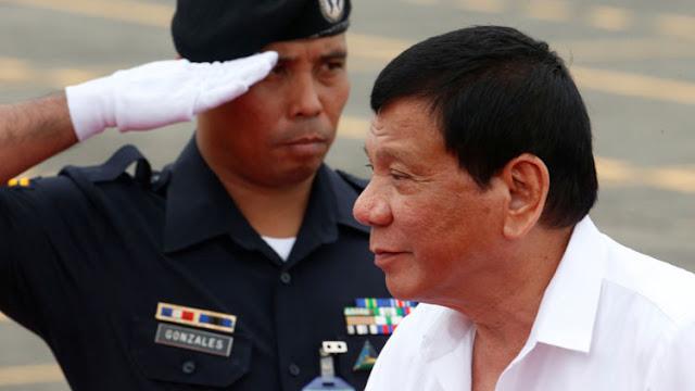 """Duterte le dice """"adiós"""" a EE.UU. otra vez y amenaza con suspender un pacto militar con Washington"""