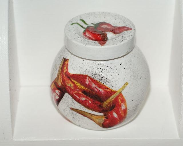 chili decoupage , paprykowy słoik , słoiczek na paprykę ,chili ,pieprz cayene