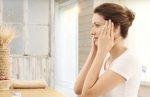 Cara Mengencangkan Wajah Dengan Senam Wajah