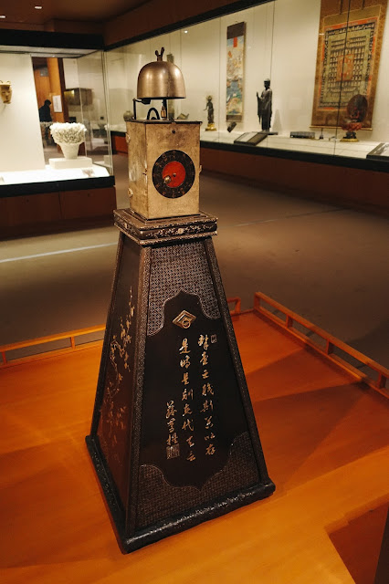 櫓時計(Samurai lord's clock with lacquered stand)