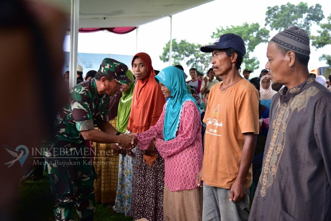 Ratusan Warga Urutsewu Ikuti Pengobatan Gratis Kodiklat TNI AD