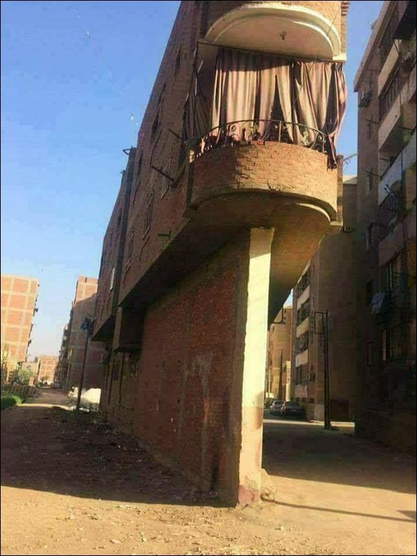 casa em cima do muro